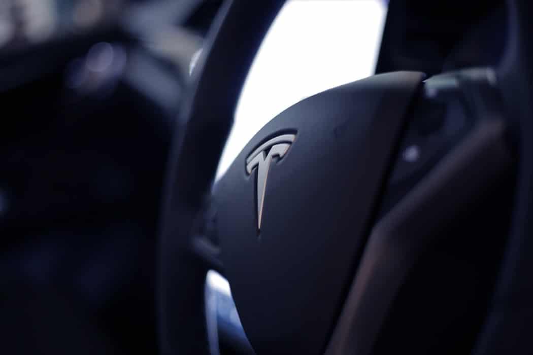 gagner en productivité volant d'une voiture Tesla