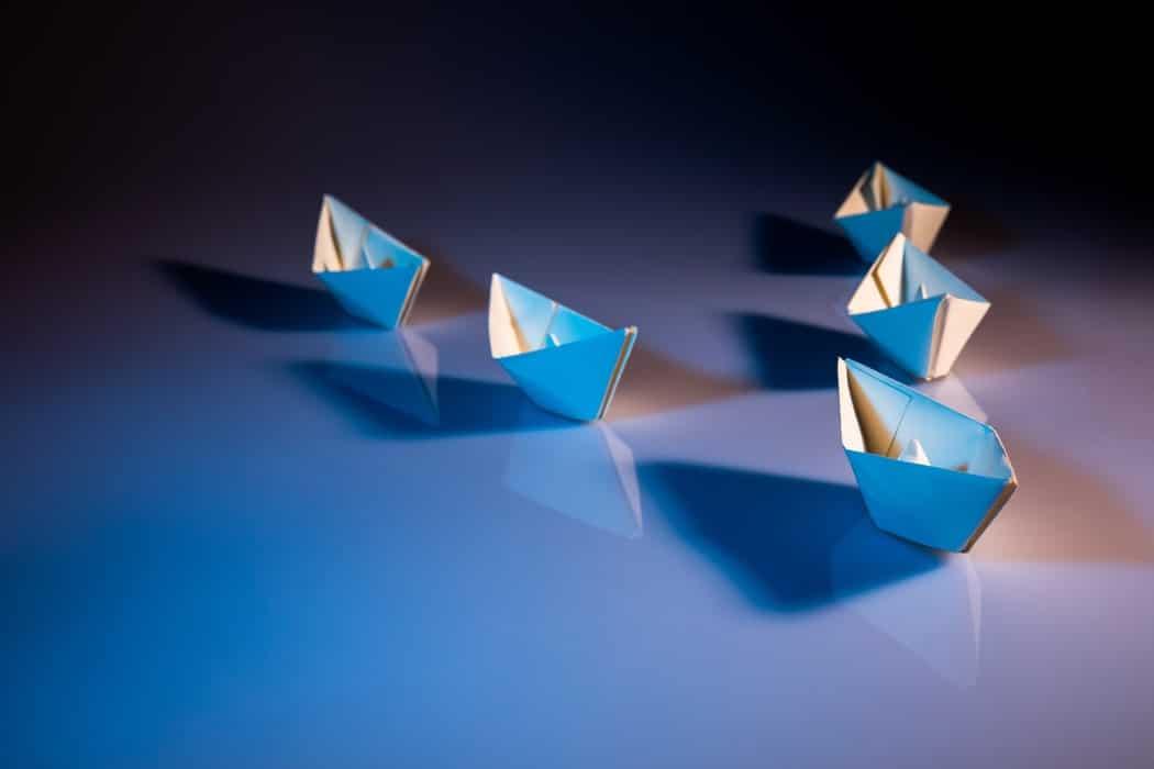management et leadership bateaux en papier