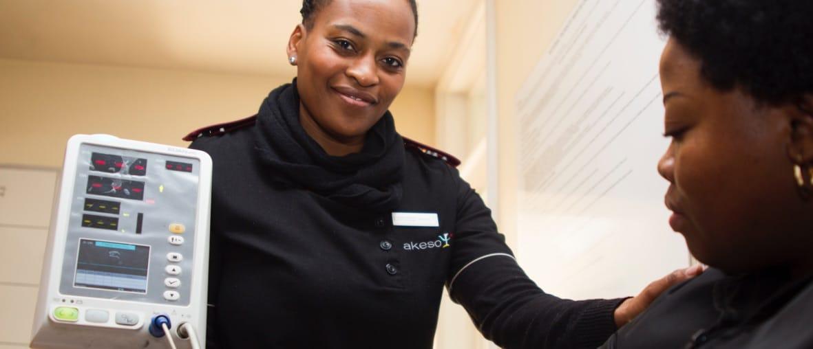 personnel médical femmes souriantes